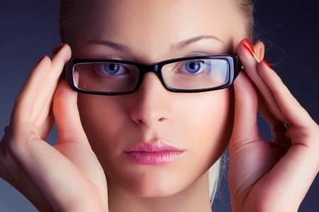donna-con-occhiali