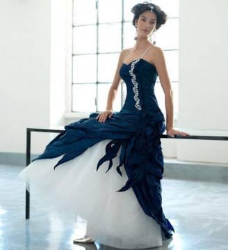 abito-da-sposa-bianco-e-blu