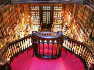 escalera-interior-libreria-oporto