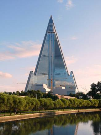 ryugyong-hotel-is-this-the-worlds-strangest-hotel-ryugyong-hotel-2013