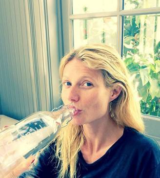 March_No_Makeup_Selfie_Gwyneth_450x500