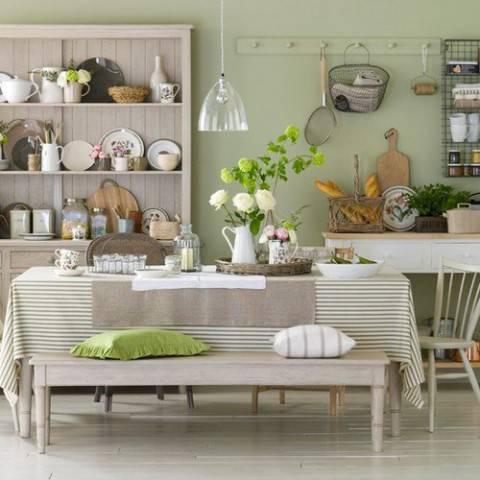 cucina bianca semplice con panca