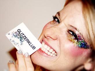 model-mit-glitzer-make-up