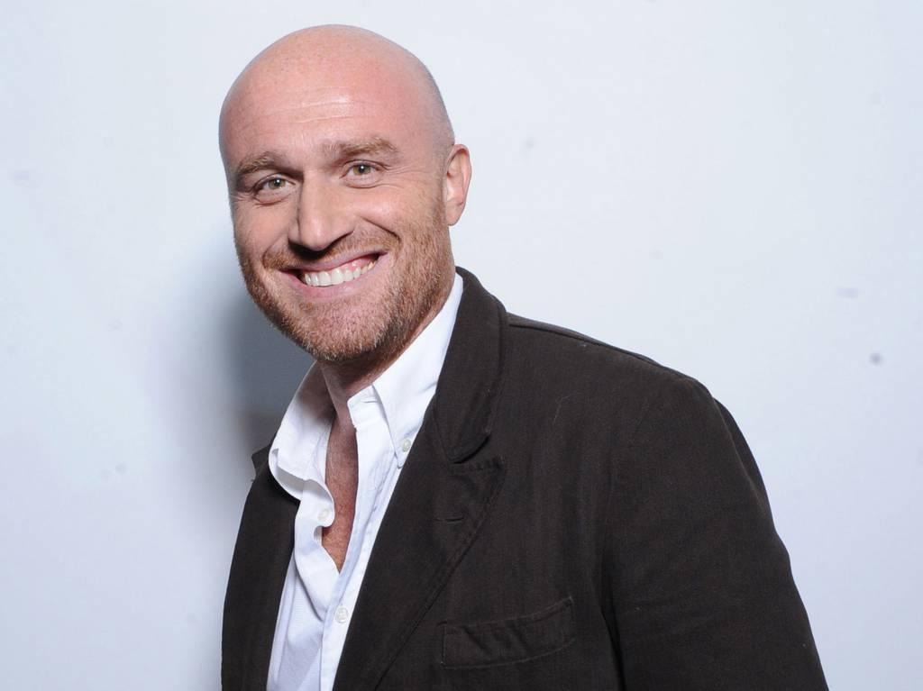 Rudy Zerbi al Maurizio Costanzo Show racconta il suo primo incontro con Fabrizio Frizzi