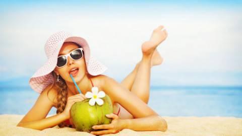 Come vestirsi per un aperitivo in spiaggia