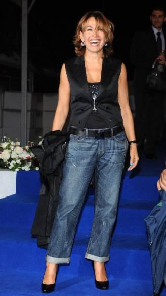 barbara-d-urso-con-gilet-e-jeans_400
