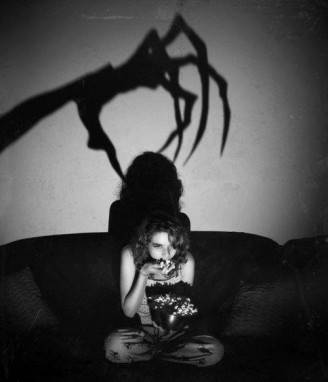 claw-horror-man-popcorn-scared-favim-com-252649