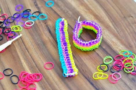 extending-rainbow-loom-bracelet-one-loom4