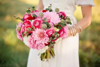 Bouquet-Romantico-con-Dalia-Ranuncoli-e-Rose