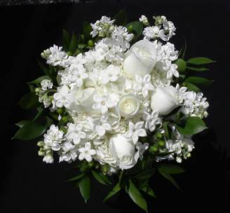 bouquet-sposa-rose-bianche-e-gelsomino-del-madagascar