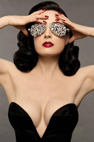 dita-von-teese-diy-beauty-book-02