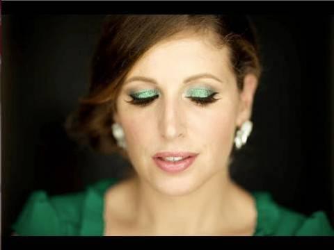 Video tutorial make up per Ferragosto, trucco verde glitterato