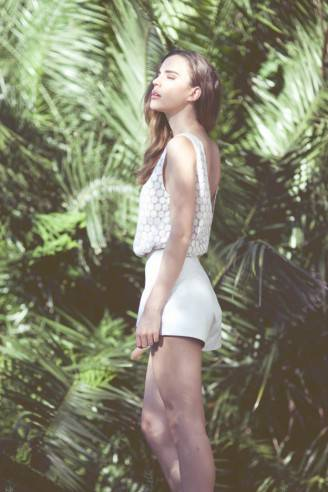 ally-carey-zulu-and-zephyr-finders-keepers-leather-shorts-white-on-white-trend-substance-blog-summer-2013-fashion-blogger-2-624x936