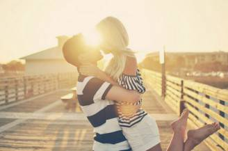 loove,love,hug,kiss,summer,couple-ea37327a791665e666ede9aceb5dfd5e_h_large