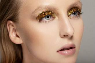 glitter-gold-eyeshadow