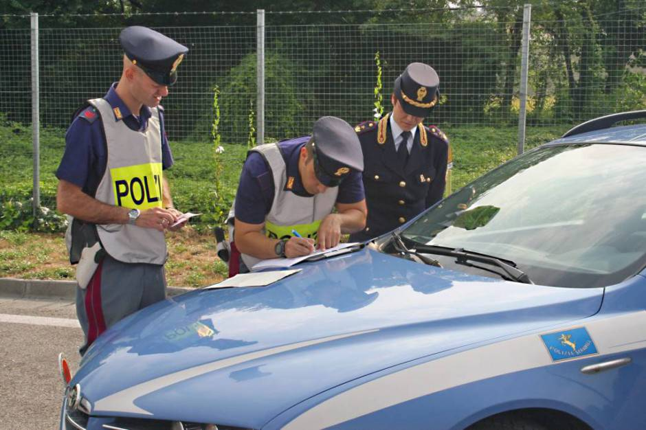 polizia controllo documenti