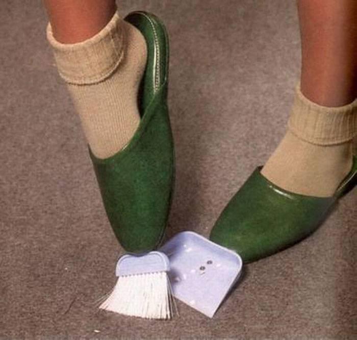 Invenzione-assurda-ciabatte-per-pulire-la-polvere