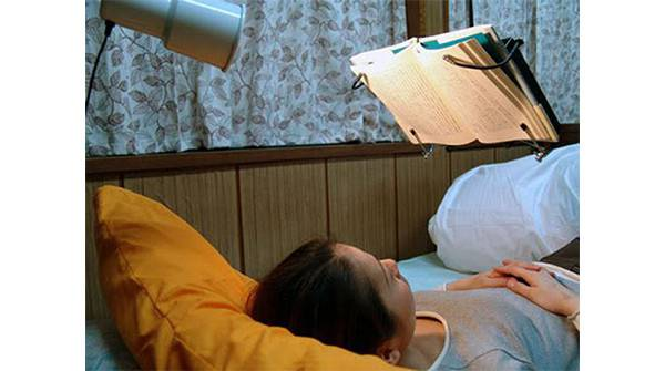 Invenzione-assurda-leggio-da-letto