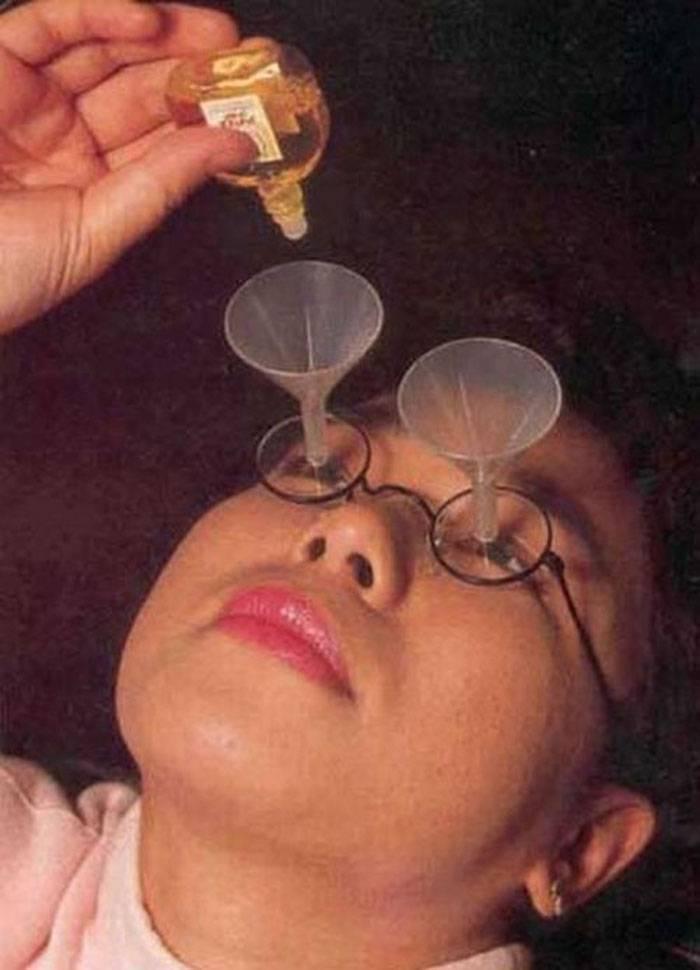 Invenzione-assurda-occhiali-per-inserire-le-gocce
