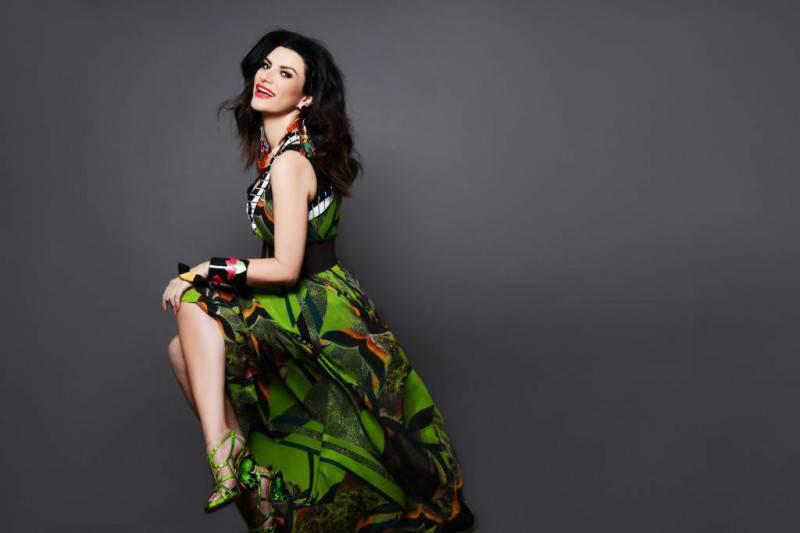 Laura Pausini - Nomination Lo Nuestro 2014 mail