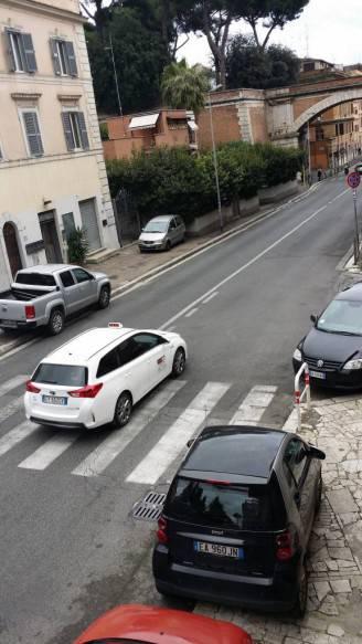 Via_Aurelia_attraversamento_al_civico_111