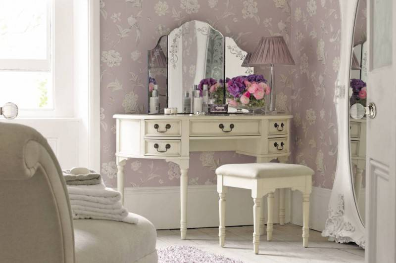 classic-beroom-dressing-table-design-with-classic-white-five-drawers-plus-classic-polished-cooper-handle-drawers-also-frameless-curved-folding-mirror-also-brown-shadelamp-table-lamp-and-white-padded-s
