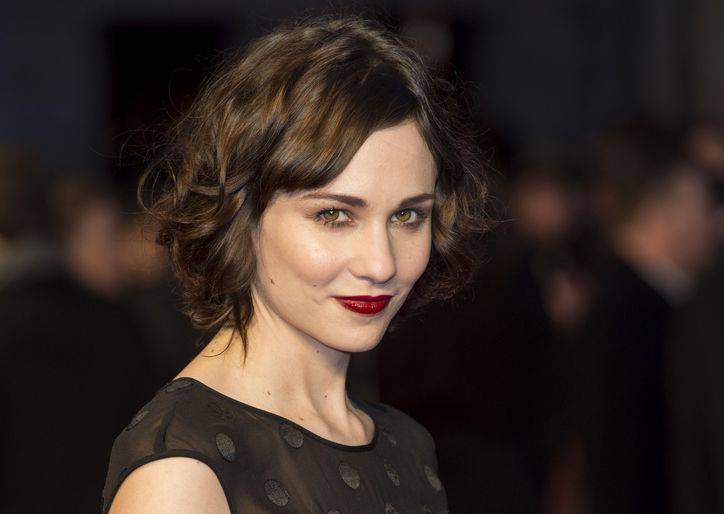 tuppence-middleton-bob-haircut-w724
