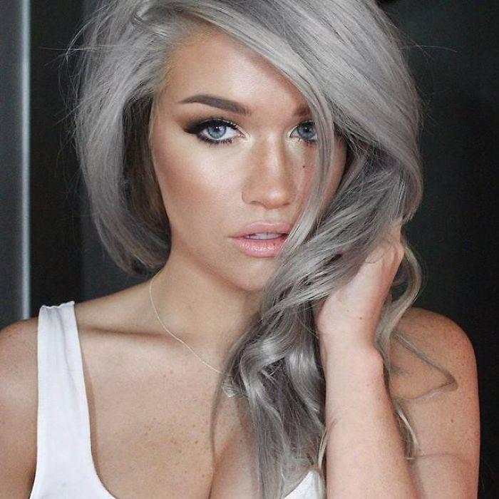 ... val la pena rovinare i vostri capelli con la decolorazione per un color  grigio che vi stancherà presto! In ogni caso ecco per voi qualche immagine  di ... 1745fa7e47d1