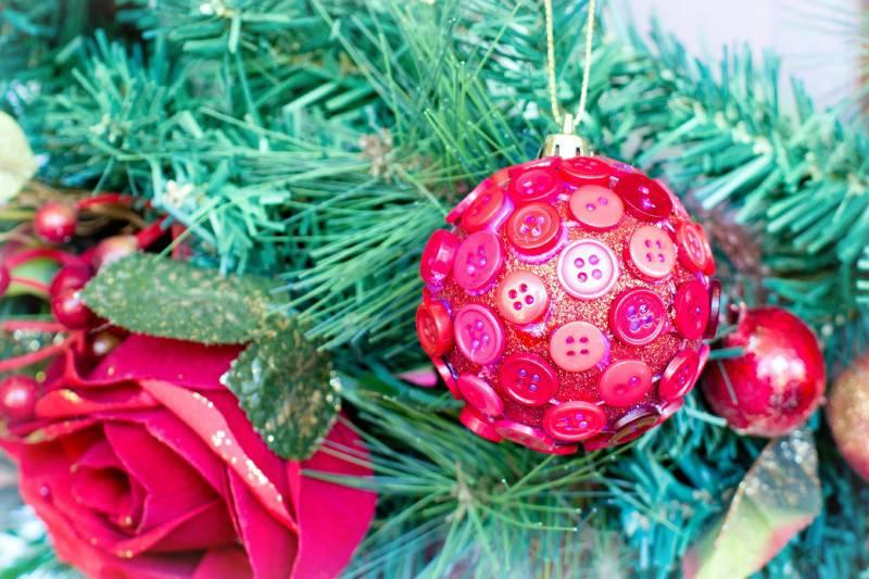 DIY Button Christmas Baubles