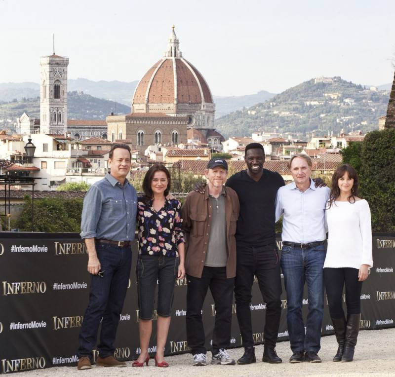 "Sony Pictures Entertainment commences principal photography in Florence, Italy on ""INFERNO,"" the new film in the billion-dollar Robert Langdon franchise, based on Dan Brown's bestselling series of books.   Pictured: (Left to Right) Tom Hanks (""Robert Langdon"");  Sidse Babett Knudsen (""Dr. Elizabeth Sinskey""); Ron Howard, director/producer; Omar Sy (""Christoph Bouchard""); Dan Brown ""Inferno"" Author; Felicity Jones (""Dr. Sienna Brooks"");   - Event Date: 11 May 2015"