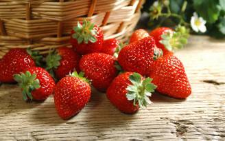 Strawberry-Garden-Wallpaper-1-For-Desktop-Background
