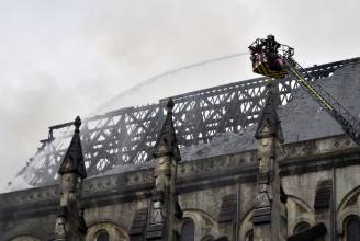 La Cattedrale di Nantes in fiamme (GEORGES GOBET/AFP/Getty Images)