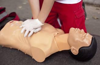 Massaggio cardiaco (Thinkstock)