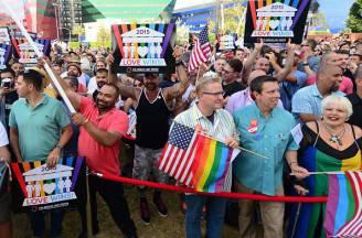 Manifestazioni di giubilo dopo il sì della Corte Suprema Usa alle nozze gay (FREDERIC J. BROWN/AFP/Getty Images)