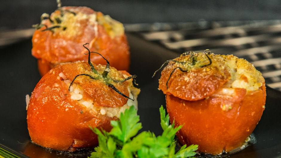 pomodori-ripieni-acciughe