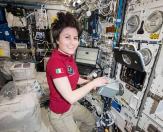 Samantha Cristoforetti sulla ISS (Foto Nasa. Editor Mark Garcia)