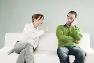Donna e uomo che discutono (Thinkstock)