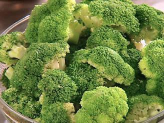 Broccoli (Foto di Pimpinellus, da Wikicommons. Licenza CC BY-SA 4.0)