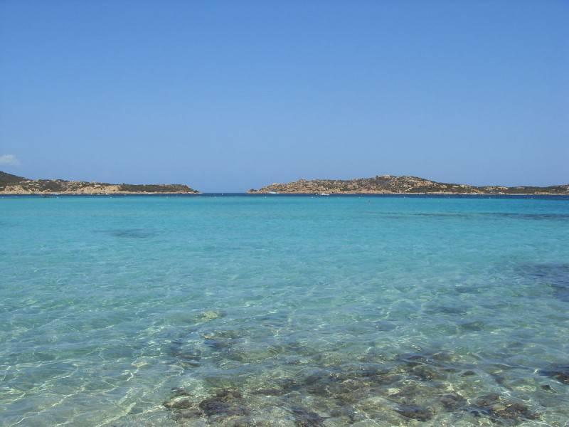 Isola di Budelli, La Maddalena, Sardegna (Foto di Mattia.dipaolo da Wikicommons, Licenza  CC BY-SA 3.0)