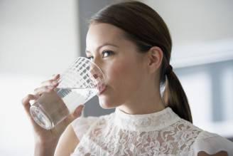 Bicchiere d'acqua (Thinkstock)