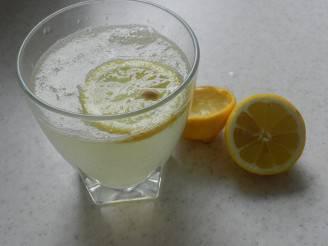 Acqua e limone (Pixabay)
