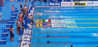 Staffetta femminile di nuoto ai mondiali di Kazan (Screenshot)