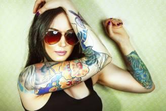 Ragazza con tatuaggi (Thinkstock)