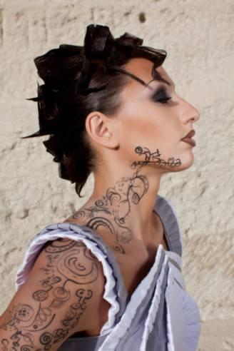 Tatuaggio su collo e viso (Thinkstock)