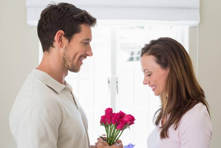 coppia con fiori