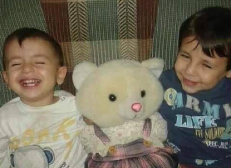 Il piccolo Aylan, a sinistra, con il fratello