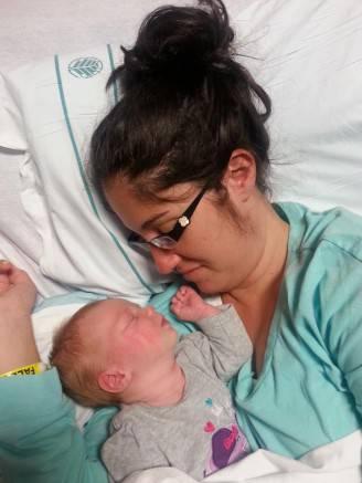 Shelly Ann Cawley con la sua bambina (Foto facebook)