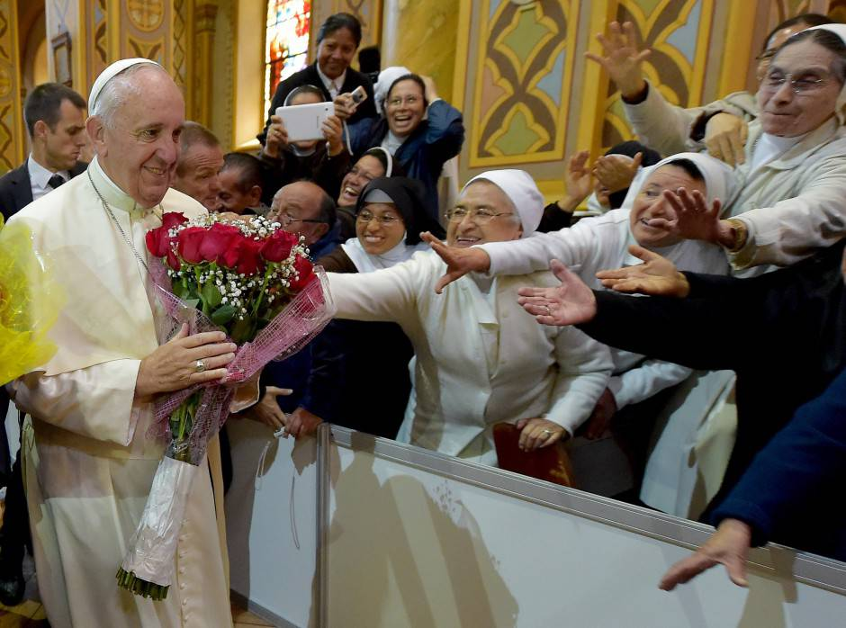 Papa Francesco con le suore in Ecuador (VINCENZO PINTO/AFP/Getty Images)