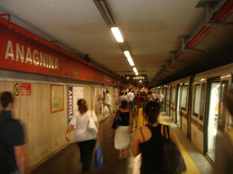 Stazione Anagnina della Metropolitana di Roma (Foto di Ripetto, Wikipedia. Pubblico Dominio)