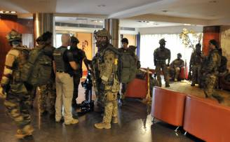 Forze speciali nell'hotel Radisson di Bamako (HABIBOU KOUYATE/AFP/Getty Images)